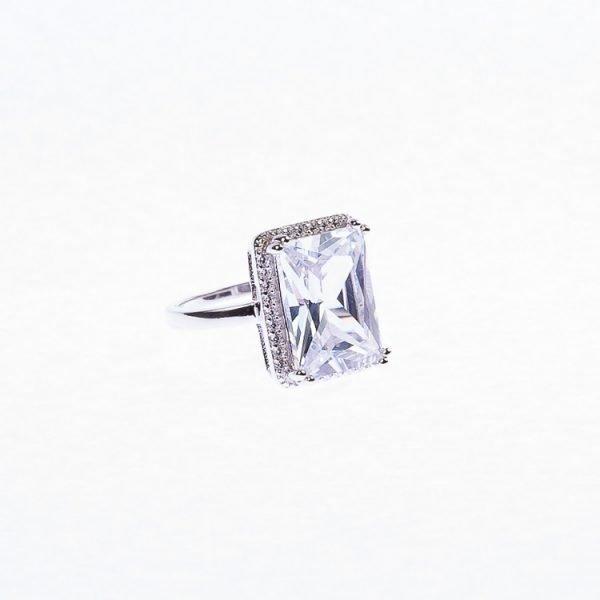 ring i silver med stor sten